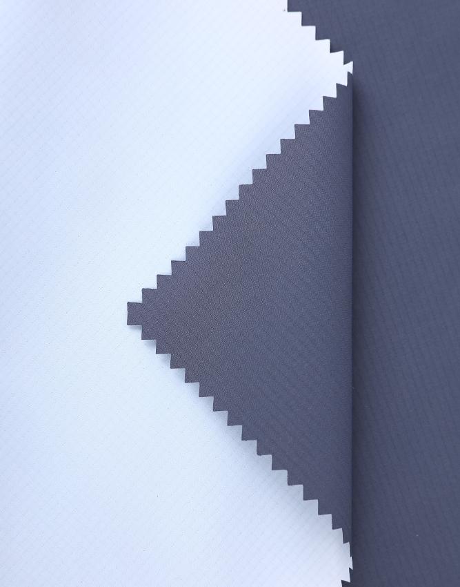 Warmer Stoff JZ181120-2 240T Polyester Pongee milchige PU-Beschichtung